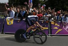 Britain's Bradley Wiggins competes in the men's cycling individual time trial at the London 2012 Olympic Games August 1, 2012. REUTERS/Mark Blinch