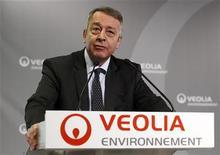<p>Antoine Frérot, PDG de Veolia Environnement. Le spécialiste du traitement de l'eau et des déchets publie des résultats semestriels pénalisés par une conjoncture difficile qui l'a conduit à accroître ses réductions de coûts et à geler des investissements afin de pouvoir confirmer ses objectifs 2012-2013. /Photo prise le 1er mars 2012/REUTERS/Jacky Naegelen</p>