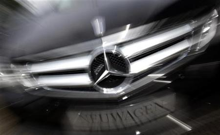 A Mercedes-benz limousine of German car manufacturer Daimler is seen in a zoomed image outside a Mercedes dealership in Frankfurt, July 30, 2009. REUTERS/Kai Pfaffenbach
