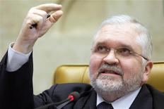 Procurador-geral da República, Roberto Gurgel, apresenta seus argumentos de acusação no julgamento do chamado mensalão, no Supremo Tribunal Federal (STF), em Brasília, nesta sexta-feira. 03/08/2012 REUTERS/STF/Divulgação