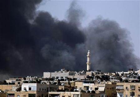 Smoke rises over the Salah al-Din neighbourhood in central Aleppo during clashes between Free Syrian Army fighters and Syrian Army soldiers August 4, 2012. REUTERS/Goran Tomasevic