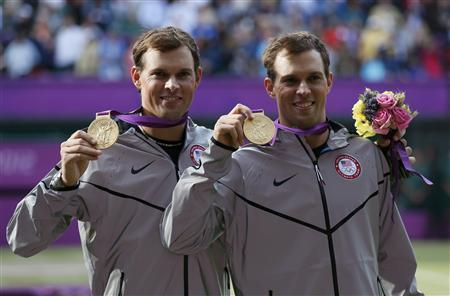 Brothers Bob Bryan (R) and Mike Bryan of the U.S. pose with their gold medals during the presentation ceremony after they defeated France's Jo-Wilfried Tsonga and Michael Llodra in the men's doubles tennis final match at the All England Lawn Tennis Club during the London 2012 Olympic Games August 4, 2012. REUTERS/Stefan Wermuth