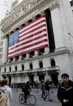 <p>Les marchés américains ont ouvert en baisse vendredi, les investisseurs optant pour des prises de bénéfices après la publication d'indicateurs chinois jugés décevants. Dans les premiers échanges, le Dow Jones recule de 0,41%. Le Standard & Poor's cède 0,43% et le Nasdaq 0,32%./Photo d'archives/REUTERS/Brendan McDermid</p>