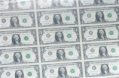 <p>Le déficit budgétaire des Etats-Unis a nettement reculé au mois de juillet en rythme annuel, reflétant une hausse des recettes publiques et une baisse des dépenses. /Photo d'archives/REUTERS</p>