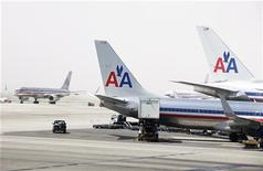 <p>International Airlines Group (IAG), la société mère de British Airways, pourrait envisager de prendre une participation dans American Airlines, son partenaire dans l'alliance oneworld, afin de bloquer toute tentative de rachat de ce dernier par sa concurrente Delta. /Photo prise le 20 avril 2012/REUTERS/Lucas Jackson</p>