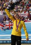 A brasileira Yane Marques, que conquistou medalha de bronze no pentatlo moderno nos Jogos Olímpicos de Londres, comemora no Greenwich Park. 12/8/2012. REUTERS/Mike Hutchings