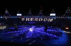 <p>لقطة من حفل الختام في الاستاد الاولمبي بلندن يوم الاحد - رويترز</p>