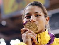 Judoca Sarah Menezes comemora medalha de ouro nos Jogos Olímpicos de Londres. 28/8/2012 REUTERS/Kim Kyung-Hoon