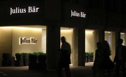 Офис Julius Baer в Цюрихе, 10 августа 2012 года. Швейцарский банк Julius Baer купит часть бизнеса Bank of America Merrill Lynch по управлению капиталом за пределами США, заплатив за сделку 860 миллионов швейцарских франков ($882 миллиона). REUTERS/Arnd Wiegmann