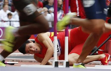 China's Liu Xiang falls after hitting a hurdle in his men's 110m hurdles round 1 heat during the London 2012 Olympic Games at the Olympic Stadium August 7, 2012. REUTERS/Mark Blinch
