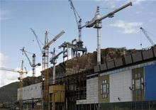 Строящаяся Богучанская ГЭС в Красноярском крае, 28 июля 2011 года. Промышленное производство в РФ выросло в июле 2012 года на 3,4 процента в годовом выражении по сравнению с 1,9 процента в июне и ростом на 5,2 процента в июле прошлого года, сообщил Росстат в среду. REUTERS/Ilya Naymushin