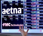 <p>L'assureur américain Aetna a signé un accord pour racheter son concurrent Coventry Health Care, une transaction à 7,3 milliards de dollars dette incluse (5,9 milliards d'euros). /Photo prise le 20 août 2012/REUTERS/Brendan McDermid</p>