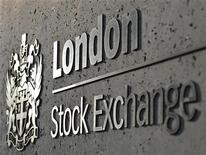 Вывеска Лондонской фондовой биржи 11 апреля 2011 года. Европейские рынки акций открылись ростом. REUTERS/Toby Melville