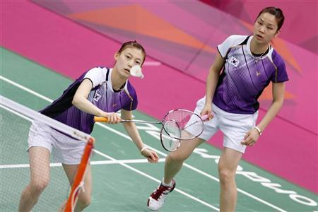 South Korea's Jung Kyung-eun and Kim Ha-na play against China's Wang Xiaoli and Yu Yang during their women's doubles group play stage Group A badminton match during the London 2012 Olympic Games at the Wembley Arena July 31, 2012. REUTERS/Bazuki Muhammad