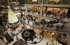 People go shopping in a mall in downtown Toronto, December 23, 2008. REUTERS/Mark Blinch