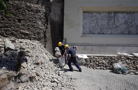 Roma Crolla Parte Rivestimento Muro Di Storico Parco Del