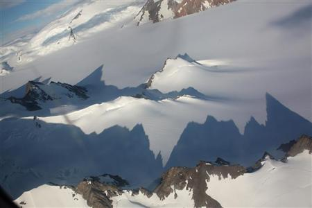 Jagged mountains throw long shadows on the Antarctic peninsula January 20, 2009. REUTERS/Alister Doyle