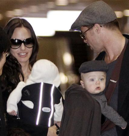 U.S. actress Angelina Jolie and actor Brad Pitt, each carrying their twins Vivienne Marcheline (L) and Knox Leon, arrive with all their children at Narita airport, near Tokyo, January 27, 2009. Pitt is in Japan to promote the film ''The Curious Case of Benjamin Button''. REUTERS/Toru Hanai