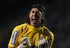 O goleiro Cássio, convocado nesta quinta-feira para a seleção brasileira, comemora gol do Corinthians sobre o Boca Juniors na final da Copa Libertadores no dia 4 de julho. REUTERS/Junior Lago