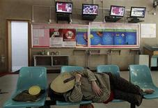 An investor takes a nap at a brokerage house in Wuhan, Hubei province June 18, 2012. REUTERS/Stringer