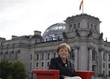 """German Chancellor Angela Merkel poses for photographers after the television recording of the """"ARD Sommerinterview"""" in Berlin August 26, 2012. REUTERS/Tobias Schwarz"""