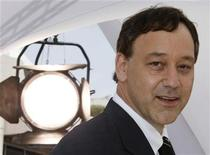 "U.S director Sam Raimi poses during a photo call for his film ""Drag Me To Hell"" at the 62nd Cannes Film Festival, May 21, 2009. REUTERS/Eric Gaillard"