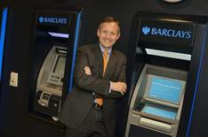 <p>Barclays a choisi le directeur de ses activités de banque de détail, Antony Jenkins, pour remplacer au poste de directeur général le banquier d'affaires américain Bob Diamond, poussé à la démission par le scandale des manipulations des taux d'intérêt interbancaires. /Photo diffusée le 30 août 2012/REUTERS/Barclays</p>