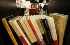 <p>L'Autorité de la concurrence a autorisé le rachat de Flammarion par l'éditeur indépendant Gallimard, considérant que l'opération ne posait pas de problèmes de concurrence. /Photo d'archives/REUTERS/Alex Grimm</p>