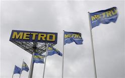 <p>Le distributeur Metro est en discussions pour céder ses supermarchés Real implantés hors d'Allemagne, selon deux sources proches du dossier. /Photo d'archives/REUTERS/Tobias Schwarz</p>