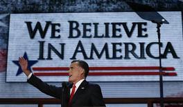 Кандидат в президенты США от республиканцев Митт Ромни на съезде партии в Тампе, штат Флорида 30 августа 2012 года.Ромни в четверг призвал сплотиться вокруг него разочарованных президентом Бараком Обамой избирателей ради возрождения потенциала Америки и создания миллионов новых рабочих мест. REUTERS/Adrees Latif
