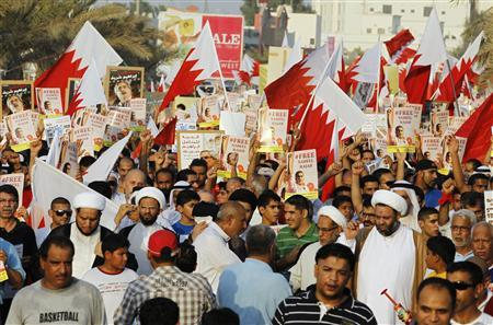 Protesters holding national flags and posters of Nabeel Rajab and other political prisoners march on the highway during an anti-government protest organised by al-Wefaq opposition party in Budaiya, west of Manama, Bahrain August 31, 2012. REUTERS-Hamad I Mohammed