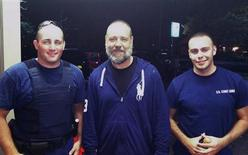 Actor Russell Crowe (C) stands with with U.S. Coast Guard petty officers Robert Swieciki (L) and Thomas Watson, in the handout photograph taken on September 2 and released on September 3, 2012. REUTERS/U.S. Coast Guard/Handout