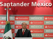 Emilio Botin, chairman of Spain's largest bank Santander, gives a speech during a news conference at a hotel in Mexico City September 4, 2012. REUTERS/Henry Romero