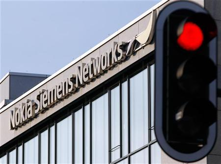 A red traffic light is seen next to the German headquarters of Nokia Siemens Networks in Munich January 31, 2012. REUTERS/Michael Dalder