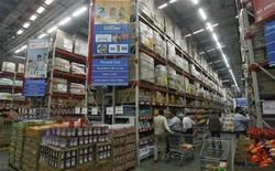Customers shop at a Best Price Modern Wholesale store, a joint venture of Wal-Mart Stores Inc and Bharti Enterprises, at Zirakpur in the northern Indian state of Punjab November 24, 2011. REUTERS/Ajay Verma