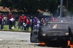 Rival supporters of Venezuelan President Hugo Chavez and opposition candidate Henrique Capriles clash in Puerto Cabello September 12, 2012. REUTERS/Comando Venezuela