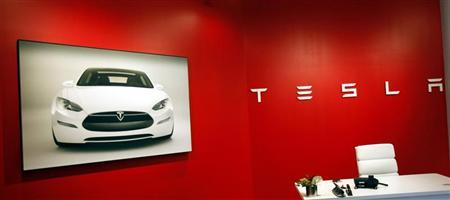 The Tesla Motors showroom is seen in New York June 28, 2010. Electric carmaker Tesla Motors raised the number of shares it will sell in its initial public offering by 20 percent, an early sign that investor interest in the startup is strong. REUTERS/Shannon Stapleton
