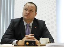 Глава Дикси Илья Якубсон во время интервью в офисе Рейтер в Москве, 23 апреля 2012 года. Дикси, один из крупнейших российских ритейлеров, увеличил выручку в августе 2012 года на 24,6 процента до 11,8 миллиарда рублей с учетом продаж купленной в середине 2011 года группы Виктория, сообщила компания в пятницу. REUTERS/Maxim Shemetov