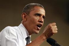 Президент США Барак Обама выступает перед избирателями в Лас-Вегасе, 12 сентября 2012 года. Президент США Барак Обама направит жалобу на Китай во Всемирную торговую организацию, обвинив его в неправомерном государственном субсидировании своей автомобильной промышленности, сообщил в воскресенье представитель Белого дома. REUTERS/Kevin Lamarque
