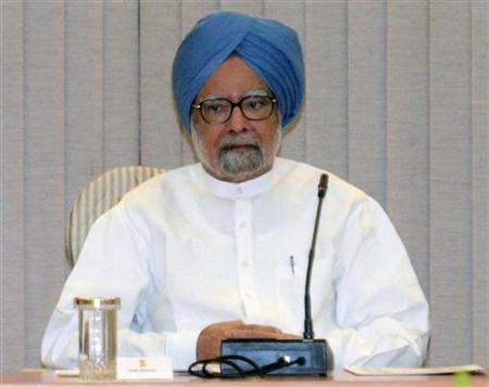 Prime Minister Manmohan Singh attends a full planning commission meeting at his residence in New Delhi, September 15, 2012. REUTERS/Raveedran/Pool