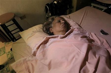 Cuban dissident Marta Beatriz Roque sleeps during a hunger strike in her house in Havana September 14, 2012. REUTERS/Enrique De La Osa