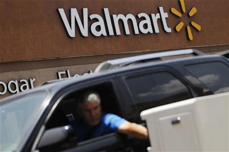 A shopper pays for parking at a Wal-Mart store in Mexico City, August 15, 2012. REUTERS/Edgard Garrido