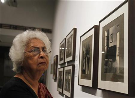 A woman looks at the unbound and unpublished photographs of French photographer Henri Cartier-Bresson, curated by the Alkazi Foundation ''Mastering the Lens: Before and After Cartier-Bresson in Pondicherry'', at Alliance Francaise in New Delhi, September 19, 2012. REUTERS/Mansi Thapliyal