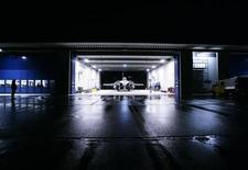 <p>L'avion de combat Rafale de Dassault. Même face à l'émergence d'un géant issu d'une fusion entre EADS et BAE Systems, Dassault Aviation dispose encore de solides arguments à faire valoir pour rester durablement incontournable dans le secteur français de la défense, estiment des analystes et des experts du secteur. /Photo d'archives/REUTERS/Michael Buholzer</p>