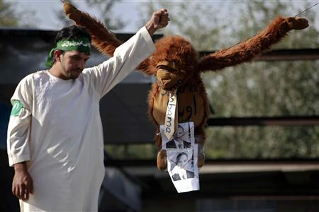 An Afghan protester shouts slogans in front of an effigy of U.S. president Barack Obama during a demonstration in Kabul, September 21, 2012. Hundreds of Afghans protested against a U.S.-made film they say insults the Prophet Mohammad. REUTERS/Omar Sobhani