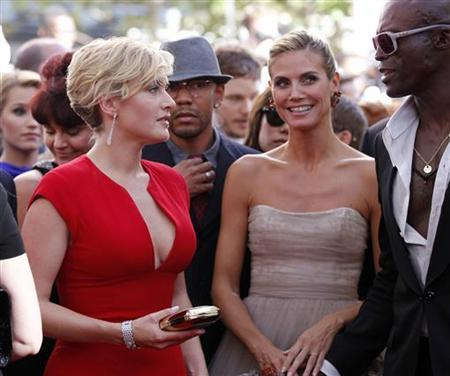 Actress Kate Winslet (L) talks with television host Heidi Klum (C) and Klum's husband and singer Seal (R) on the red carpet at the 63rd Primetime Emmy Awards in Los Angeles September 18, 2011. REUTERS/Danny Moloshok