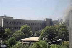 Здание Генерального штаба армии в Дамаске после двух взрывов, 26 сентября 2012 г. Сирийские повстанцы атаковали в среду здание Генерального штаба армии в Дамаске, нанеся, таким образом, удар в самое сердце режима президента Башара Асада. REUTERS/Sana Sana