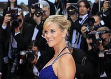 "Cast member Reese Witherspoon arrives on the red carpet for the screening of the film ""Mud"", in competition at the 65th Cannes Film Festival, May 26, 2012. REUTERS/Yves Herman"