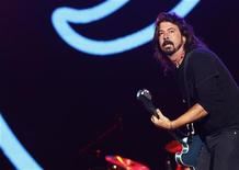 Dave Grohl, lead singer of The Foo Fighters, performs during the Global Citizen Festival at Central Park in New York September 29, 2012. REUTERS/Shannon Stapleton