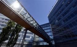 Штаб-квартира Nokia в Эспоо (Финляндия), 14 июня 2012 года. Переживающая нелегкие времена Nokia может продать свою штаб-квартиру в финском Эспоо в рамках плана по избавлению от непрофильных активов. REUTERS/Kimmo Mantyla/Lehtikuva
